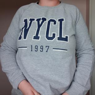 Grå sweatshirt från Gina Tricot 🤗