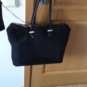 Väska från H&M inklusive necessär