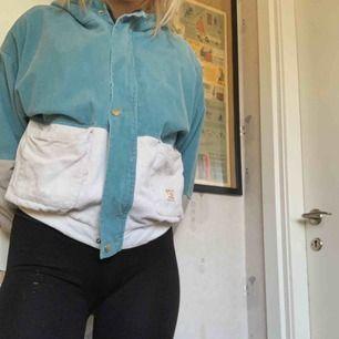Jätte snygg höst/vårjacka i vintage stil!! Säljer pågrund av att den är för liten på mig därav heller aldrig använd.  Hittade på Zaful!