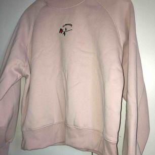 Snygg och skön rosa sweatshirt! 🌹 betalning +frakt Använd fåtal gånger