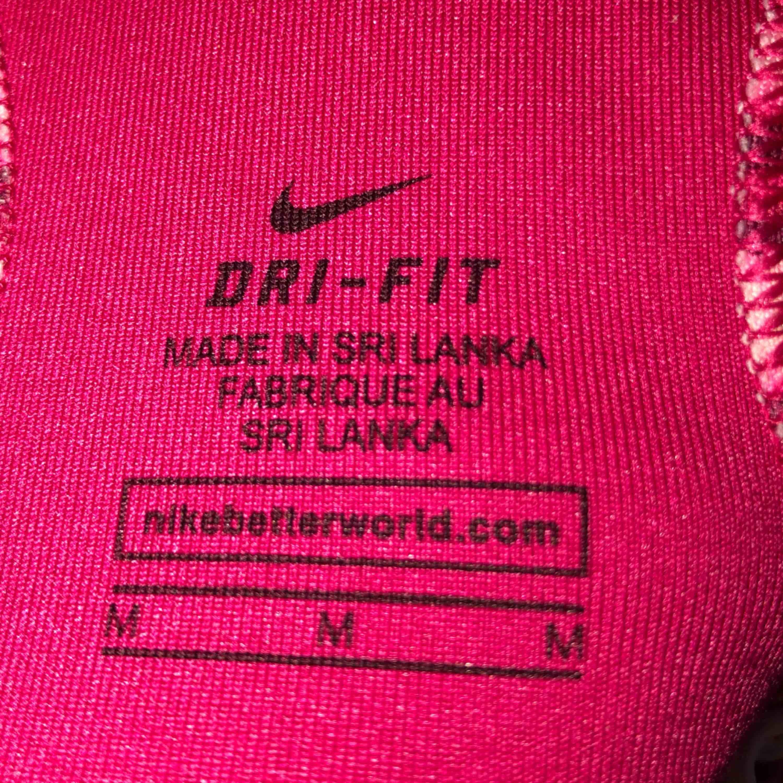 Sport-bh från Nike . Huvtröjor & Träningströjor.