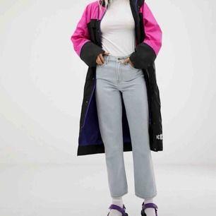 Knappt använda jeans från asos, ganska mjuka i materialet alltså väldigt sköna. Skriv för fler bilder :)