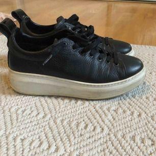 Supersnygga skor från Jim Rickey, använda några gånger men är lite stora för mig så de kommer inte till användning längre, bra skick!