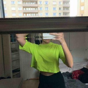 Neon t-shirt från monki💓 (priset inkluderar frakten!)