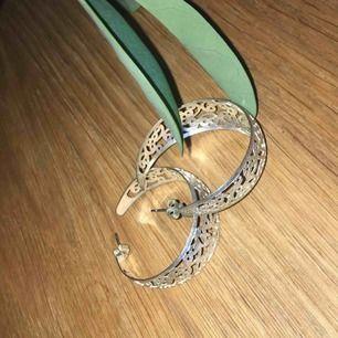 Fina örhängen i sterling silver. Frakt ingår i priset.