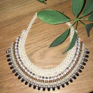 Jättefint unikt halsband. Aldrig använt. Frakt ingår i priset.