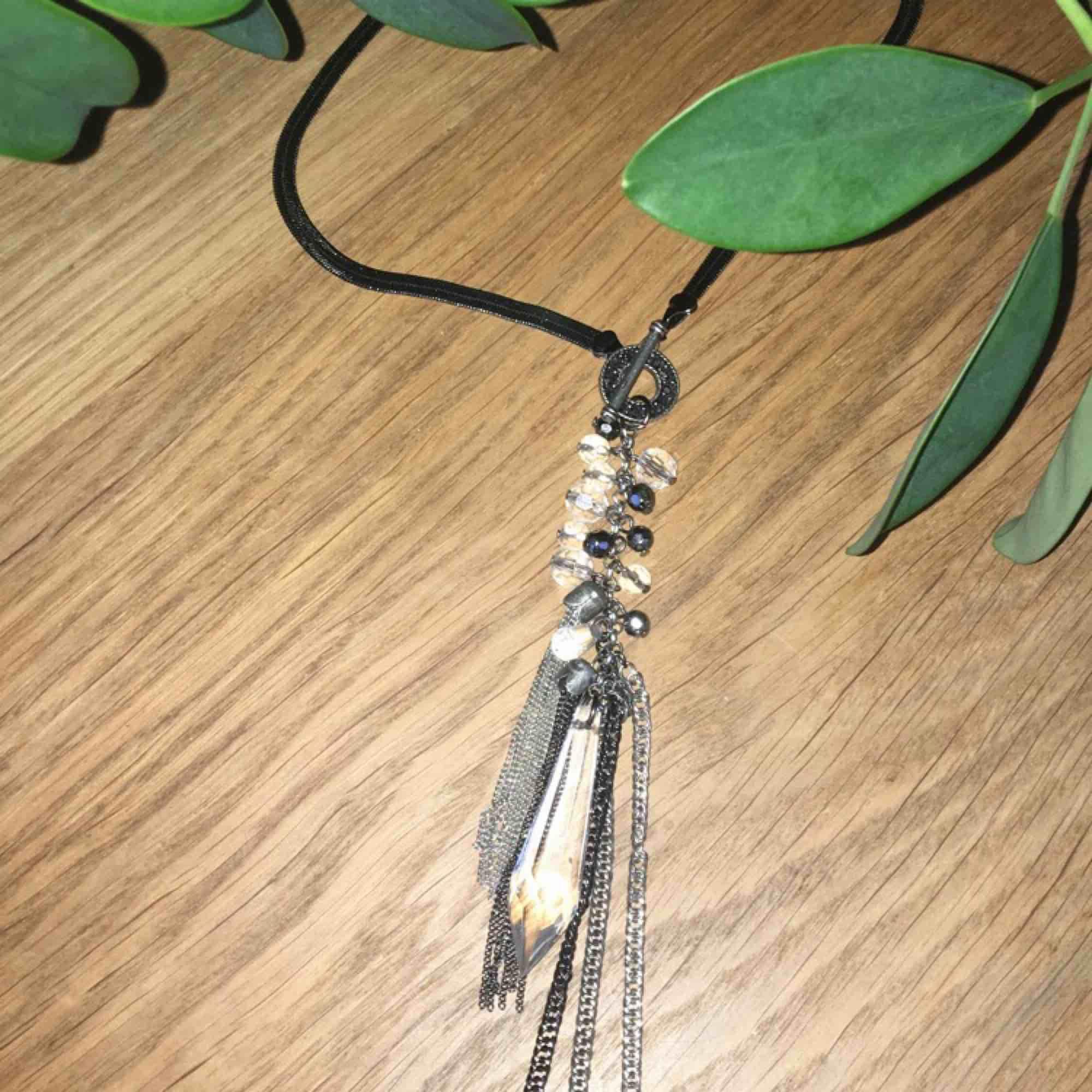 Superfint halsband i nyskick. Frakt ingår I priset.. Accessoarer.