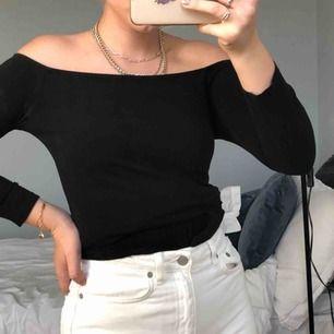 Svart off-shoulder tröja från H&M💜