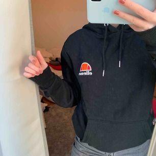 Ellesse hoodie storlek XS, köpt på junkyard, fint skick!