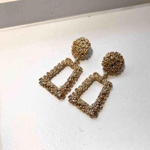 Guldiga stora örhängen! 💫