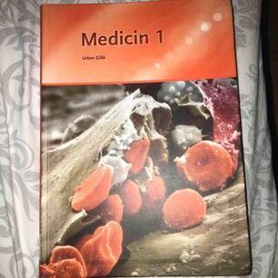 Ska du börja plugga? Jag säljer denna bok Medicin1, boken är fin, hel och i ett sparsamt skick. De ända synliga märket är det på bild 3. (Pris ej förhandlingsbart på denna vara) Jag står för fraktkostnaden!