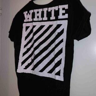 Säljer en fake off white tröja och storleken står XL men skulle säga mer M. Priset kan diskuteras o köparen står för frakten. KOLLA MINA ANDRA SAKER:))