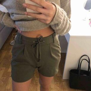 Kostym/mjukis shorts från only. Fint skick. Frakt tillkommer på 55kr (spårbart)