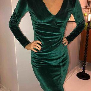 Super fin grön sammetsklänning använd en gång