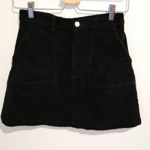 Supersnygg svart kjol från monki. Knappt använd pga för liten. Finns i stockholm!