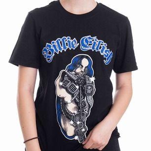Supercool Billie Eilish Merch t-shirt som jag köpte på hennes konsert i februari! Väldigt bra skick men säljer för den inte kommer till användning💕köpt för 300/400kr men säljer för 200kr