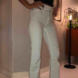 Cheap monday jeans passar mig som har xs/s
