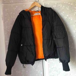 Den här jackan är köpt på Carlings för 700kr den är knappt använt storlek S.