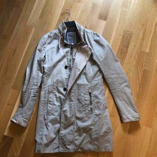 Säljer en G-star jacka i fint skick!🌸🌸🌸  +spårbar frakt 67 kr  Kom med prisförslag!