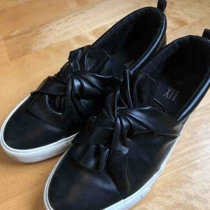Vår/höst skor, storlek 38. Använda men inte trasiga eller lortiga