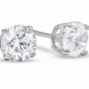 Helt oanvända, stilrena diamantörhängen från Ur och Penn, nypris 249. Säljer pga. tyvärr inte min stil (studentpresent).   Kan mötas upp i Lund eller Kristianstad, annars står köparen för frakt.