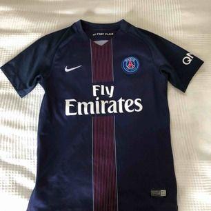 En äkta PSG Nike t-shirt, köpt för 700