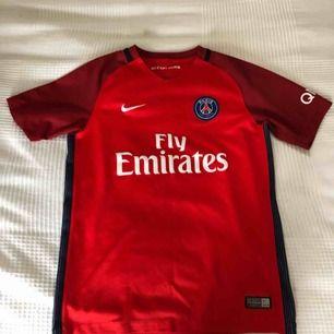 En PSG fotbolls tröja, köpt för 700kr