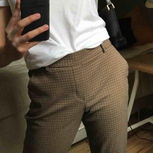 Kostymbyxor i bra skick, pyttelite noppriga i skrevet men inget som syns, därav ett så bra pris🤪