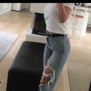 Säljer ett par super fina BDG jeans från Urban outfitters i storlek 26/32. Möta upp i Stockholm/ elr så betalar köparen frakten💖
