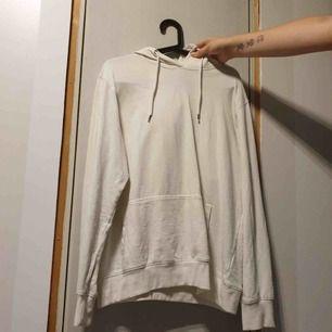 Fin vit hoodie, välanvänd men fortfarande bra skick❤️😊
