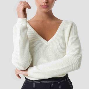 Vit stickad tröja från NAKD i storlek XS, har endast använt 3 gånger! Jättebra skick