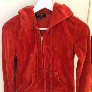Röd juicy couture tröja i xs. Nypris 1100 kr!