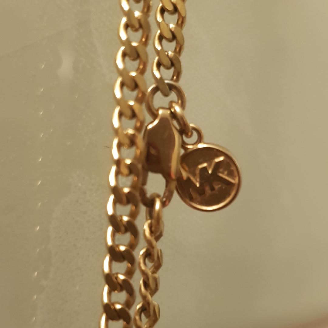 Äkta!! Michael Kors halsband  Använd några få gånger    . Accessoarer.