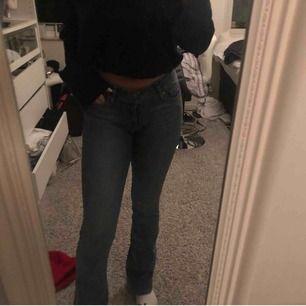 Jätte fina oanvända blå bootcut jeans från levis  storlek 26