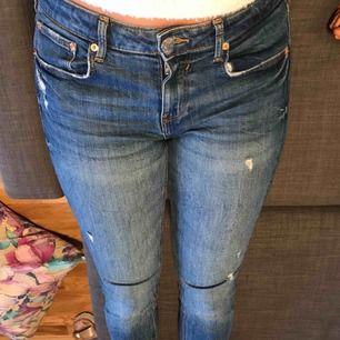 Snygga Zara jeans som sitter som en smäck. Stl 40 men passar en 38, små i storlek alltså.