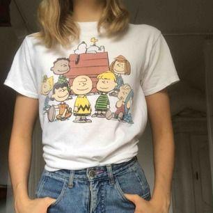 T-shirt med snobbentryck. Använd bara ett fåtal gånger. 40kr frakt.