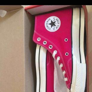Converse sneakers aldrig använda kartong medkommer skorna!