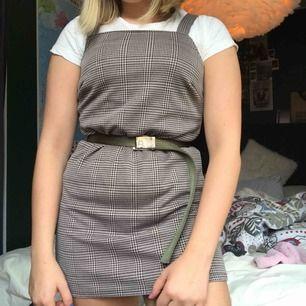 Snygg klänning från Topshop🖤 Köpt för ca 299kr. Säljer då den blivit förkort för mig:// Möts upp i stan eller köpare står för frakt