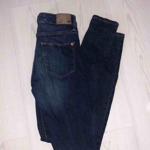 Mörkblå skinny jeans från lager 157 i storlek XS. Använd endast ett fåtal gånger