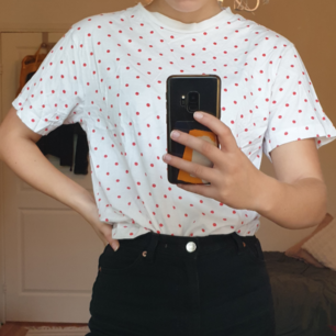En prickig lite oversize t-shirt. Bra skick😊😊