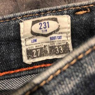 Crocker jeans i väldigt bra skick  storlek 27
