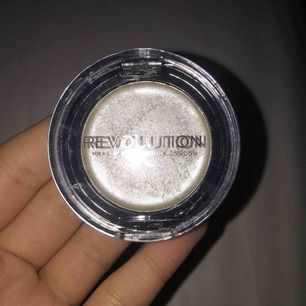 Makeup revolution creme highlighter. Använt 2 ggr. 40 kr ink frakt.