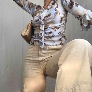 Sprillans nya byxor från Zara 🥴 Frakt är inräknad! Jag är 165 cm lång <3