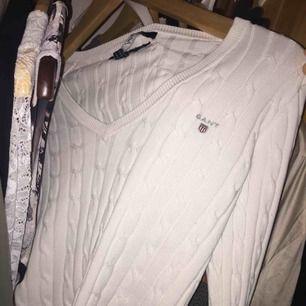Vit Gant tröja i storlek XS. Inga hål eller fläckar på tröjan, bara etiketten som har lossnat!