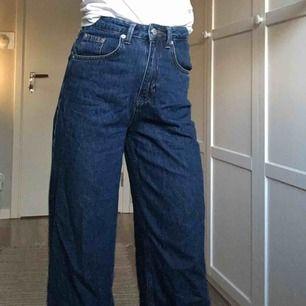 Vida jeans från NA-KD  I perfekt längd för mej som är 164 Något små för mig så drf ja säljer de