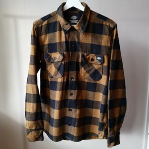 Flanellskjorta från Dickies, nyskick använd ett fåtal gånger!