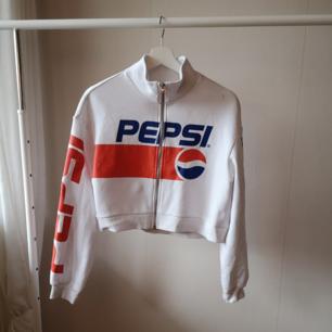 Pepsi kropp tröja från HM, använd en gång. Liten fläck(se bild), går bort med lite vanish.