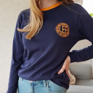 Långärmad Lee tröja. Köptes på Carlings för 350kr. Sparsamt använd, är riktigt skön💕 Frakt ingår i priset!