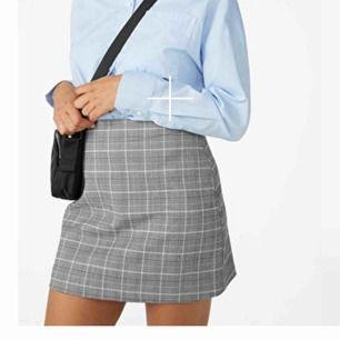 En så fin kjol från monki. Sitter perfekt! Jättebra kvalitet, nästan aldrig användStorlek 38. Kan mötas upp i GBG sannats står köparen för frakten🍁