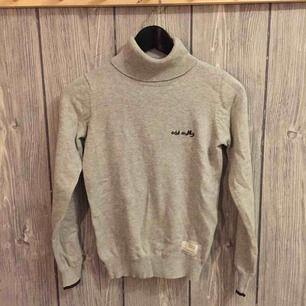 Grå småstickad tröja från ODD MOLLY i storlek 0/XS